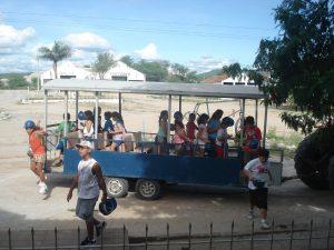 Chegada de alunos que visitaram os túneis da Mina Brejuí.