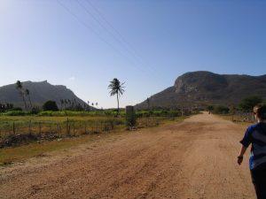 Visão geral da parte norte da Serra das Queimadas com destaque para o boqueirão, bem como a silhueta da Princesa adormecida. Foto: Z. Lima